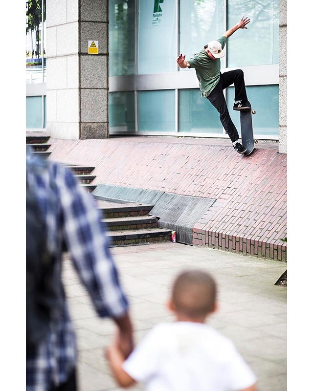 Chav Dan, long AF bluntslide. See the HUF article in Issue 4 of Vague Mag with many a legend killing it. @d_money_94 @vagueskatemag @hufworldwide @outofstepltd