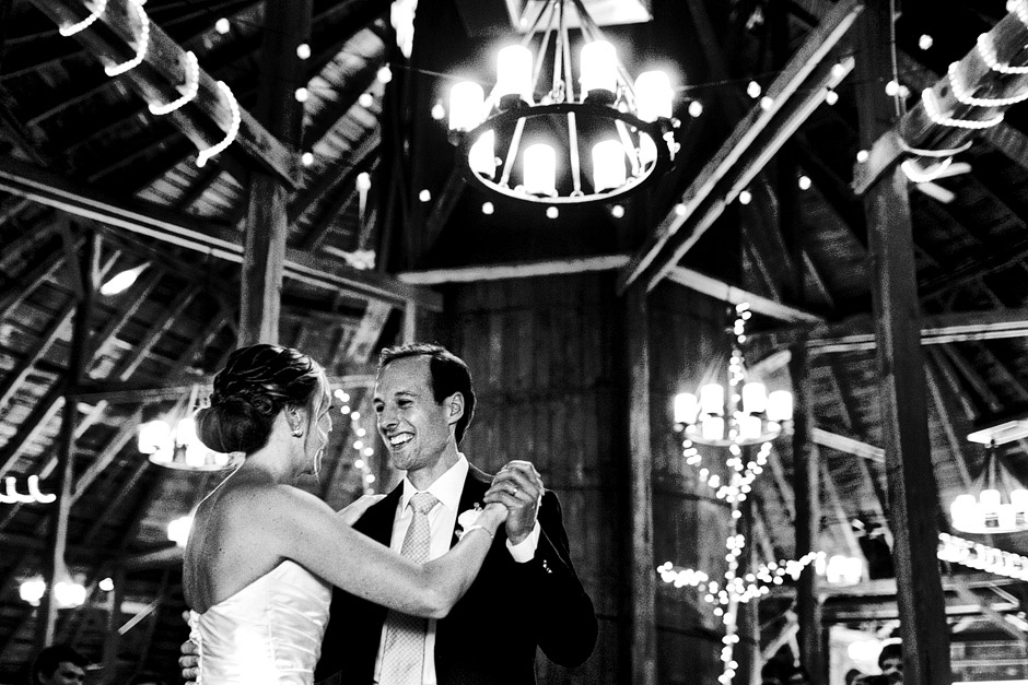 the inn at the round barn wedding first dance