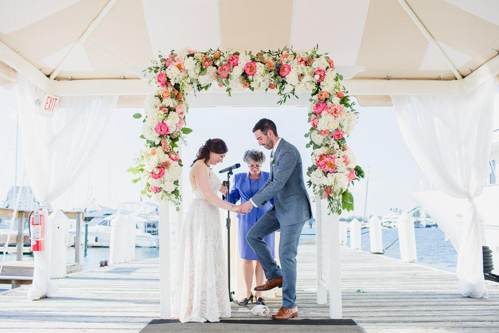 regatta-place-newport-ri-wedding--00014.jpg