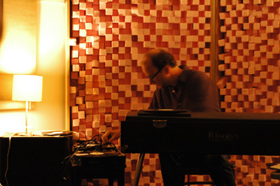 Harnetty performing at Experimental Sound Studio, Chicago (2010).