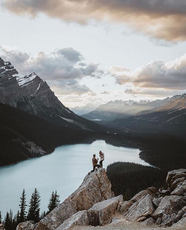 Proposing to your lifetime adventure buddy with this backdrop is hard to beat. {📷 @jonathanzoeteman}