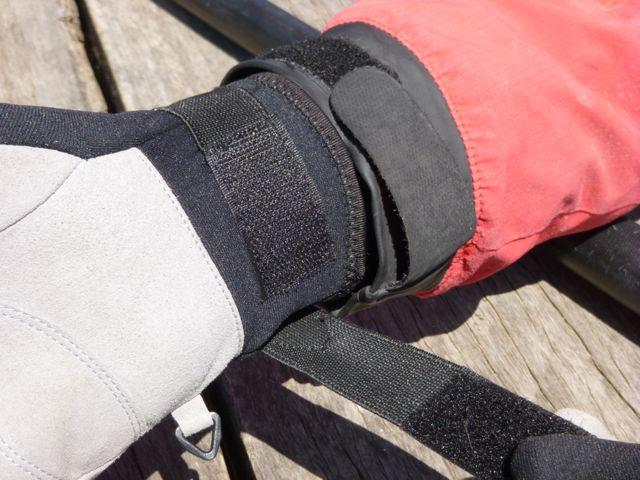 OceanPro Reef Pro Gloves - velcro cuff