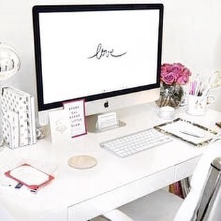 Writing a blog post on how to keep your desktop clutter-free... . What are your biggest struggles when it comes to keeping your computer organised? . Photo by @lacontentwriter. . #AliciaGraceCo #GoalGetterCommunity
