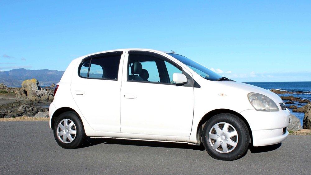 01 Toyota Vitz.jpg