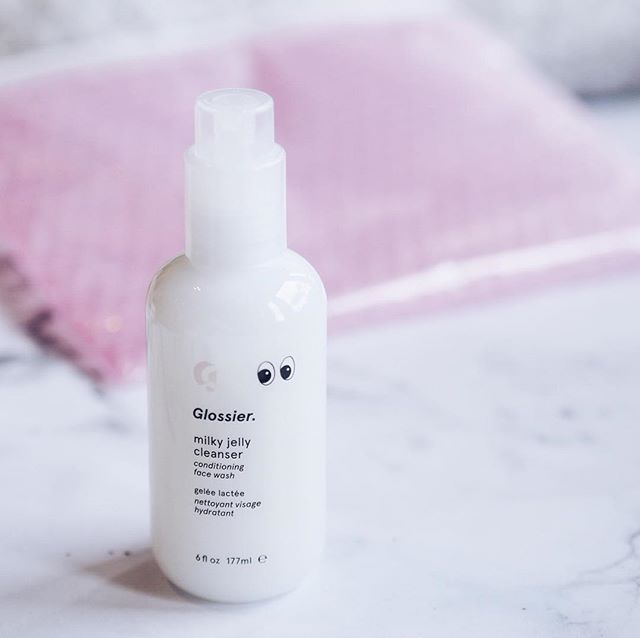 Shoutout to my new favourite cleanser 🙌🏻 Have you ordered anything from @glossier yet? 💕