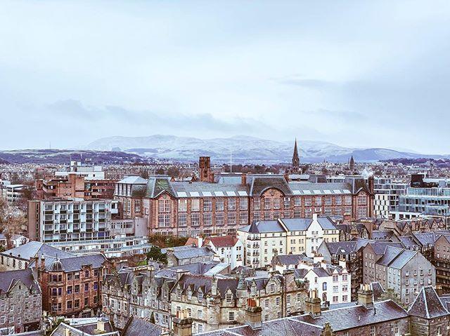 Edinburgh is beautiful 🏴 . . . #edinburghcastle #edinburghsnapshots #artofvisual #landscape #travel #visualoflife #flashesofdelight #darlingdaily #cornersofmyworld #everysquareastory #reclaimthehappy #nothingisordinary #seeksimplicity #visitscotland #scotland #edinburgh #discoverscotland #lovegreatbritain #uk #travelbloggers #igersofscotland #edinburghigers #cityscape #architecture #snowcappedpeaks #view #shotoniphone