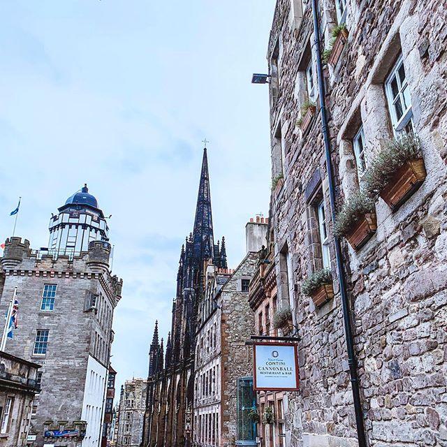 Scotland 💙 . . . #scotland #edinburgh #edinburghcastle #sixnations #architecture #discoverscotland #flowerofscotland #edinburghsnapshots #edinburghlife #edinburghcity #city #igersscotland #igersscots #scottish #omgb