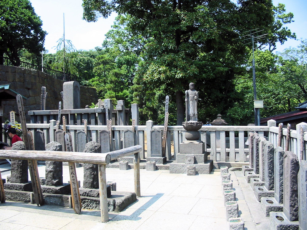 Grave of the 47 Ronin