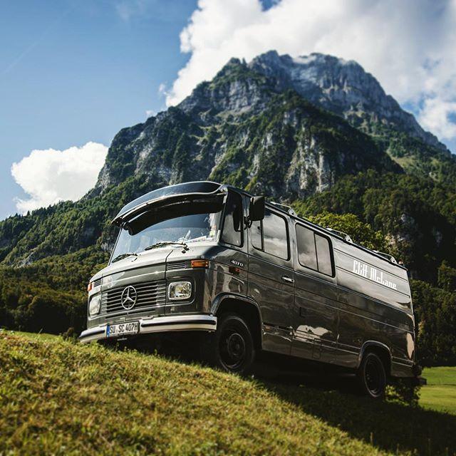 #gipfelstürmer #glarus #soundofglarus #glkb #schweiz #foti #berge #alpen #fotobus #fotobulli #fotobox #photobooth #fotografie #festival #konzert #konzertsommer #growuplikethis #event #sommer #sommerfest #roadshow #oldtimer #mercedes #mercedesbenz #daimler #vanlife #bonn #köln #köllefornia #kölle