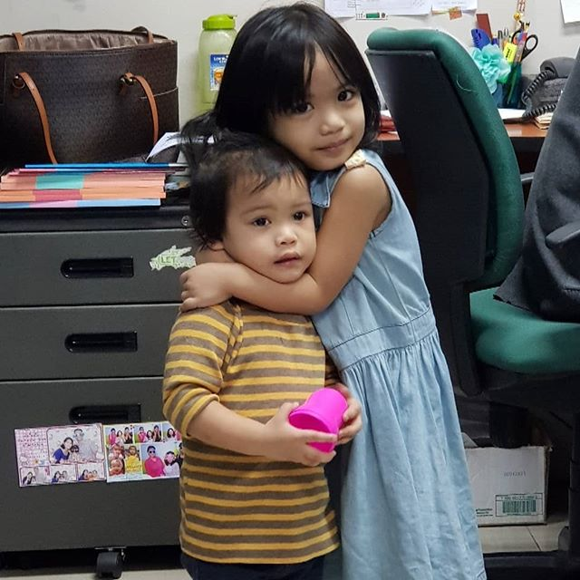 These two had fun playing today even if mukhang napilitan lang si K sa picture. Grabe, totoong bata na siya! Her laughter and amusement at little things (like Tito Mil's face) is infectious. And G was a very good Ate friend today (even if she looks like she's strangling K in the pic haha)  #kidsofomflit