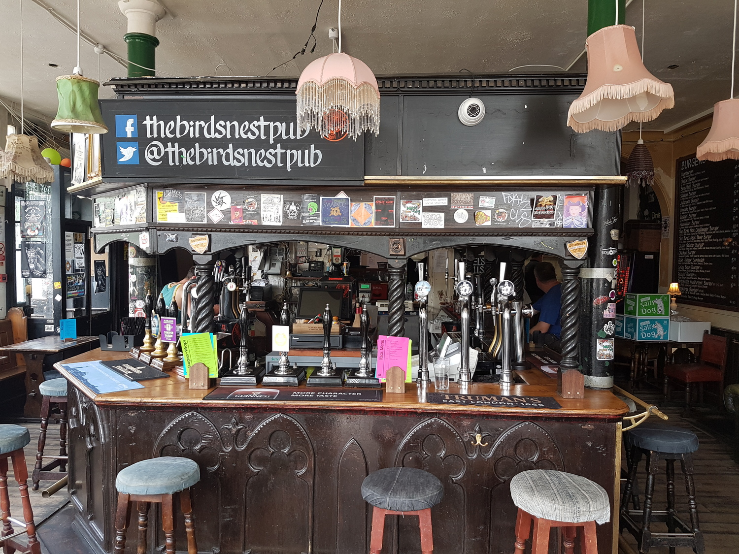 The Birds Nest: Great roasts from Deptford's buzzing boozer