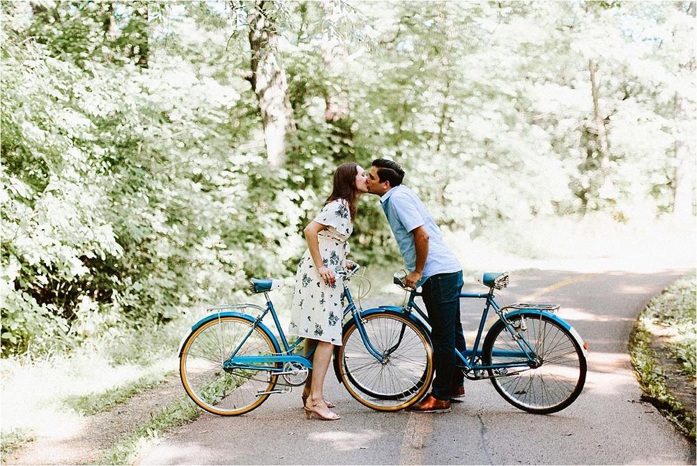 Vintage Bicycle Engagement Shoot_0013.jpg
