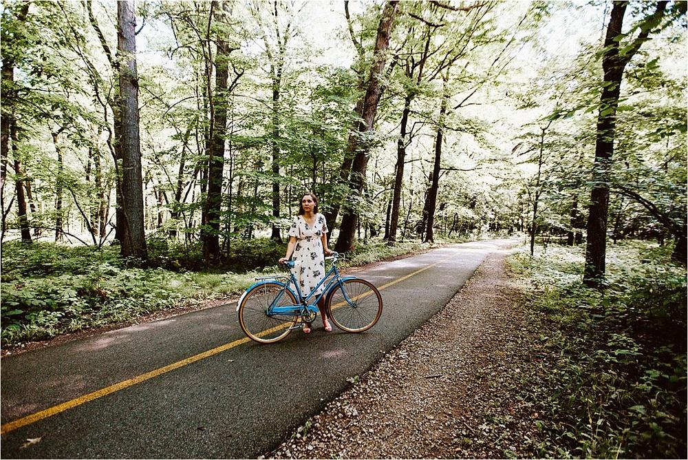 Vintage Bicycle Engagement Shoot_0042.jpg