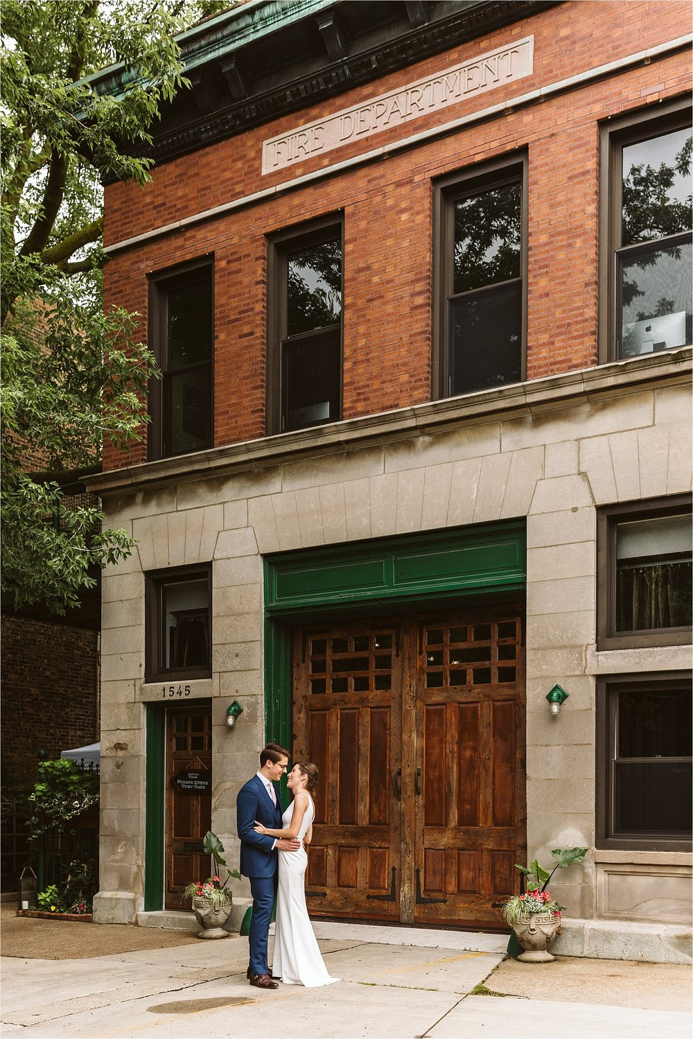 Intimate Firehouse Chicago Wedding_0004.jpg