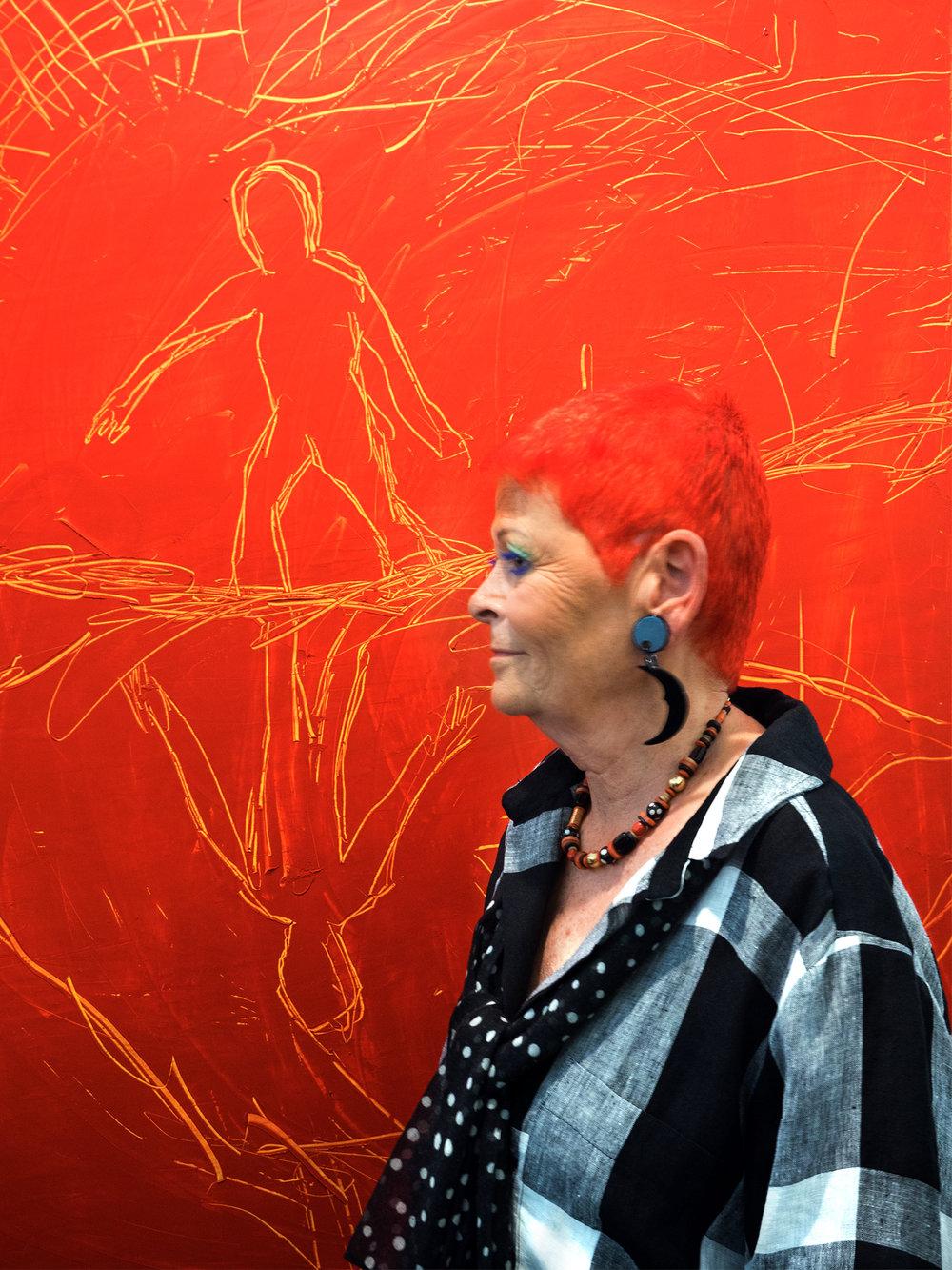 PEOPLE LOOKING AT ART 007.jpg