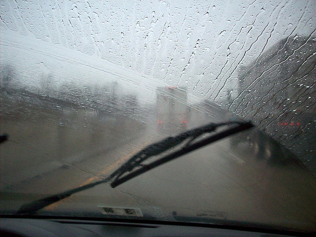 windshield-wiper-streaks.jpg