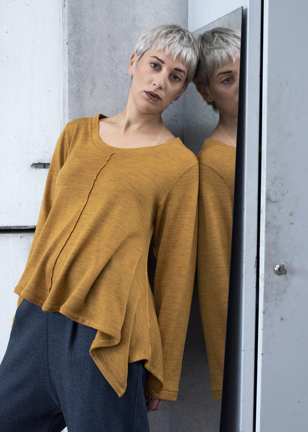 Pullover SKADI , Merinowolle Feinstrick in senfgelb oder schwarz, CHF 350.-