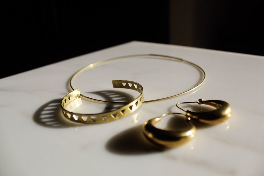 Capsule ONE: Elevated basis - hoop earrings, choker necklace and cuff bracelet with interesting details