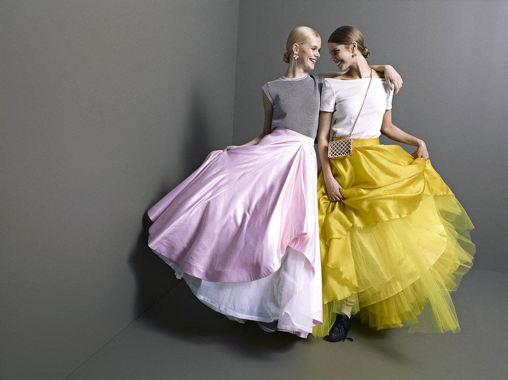REG_2kvinner_kjoler.jpg