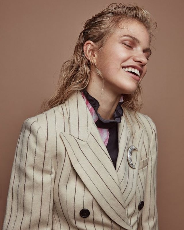 Sabine styled by me🌝 Shot by @livfriislarsen hair & make-up @annesofiebegtrup #newwork #style #fashioneditorial #LMgirls #smile #pinstripes #fashionstylist #livkragh