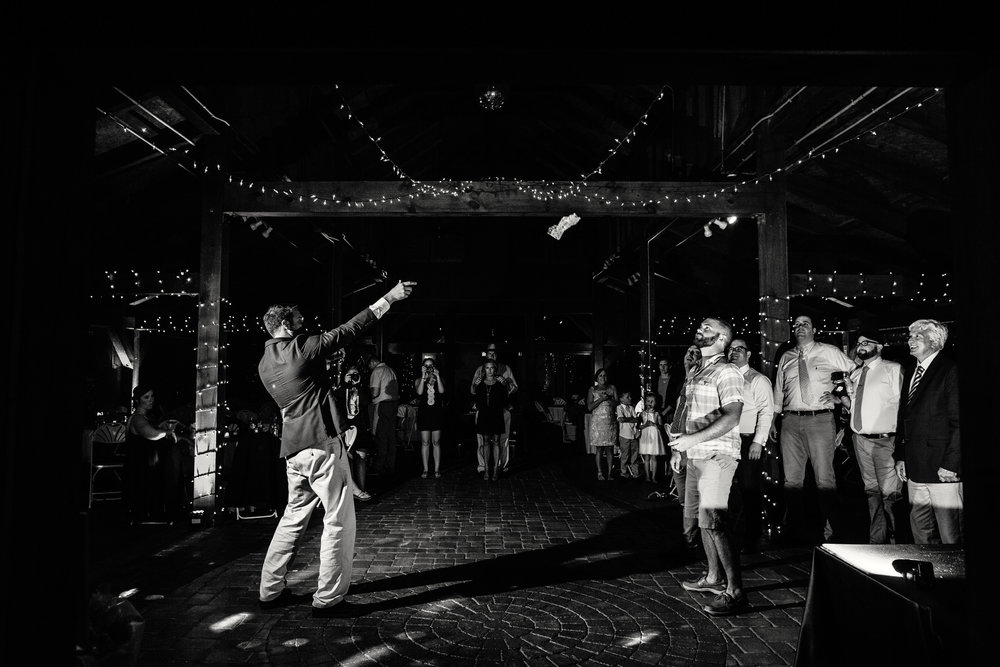 Garter_Toss_Wedding_Moments