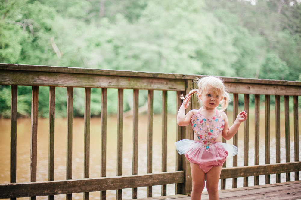 rope-mill-park-woodstock-family-photographer-angela-elliott-wingard-two-year-old-photoshoot-4.jpg