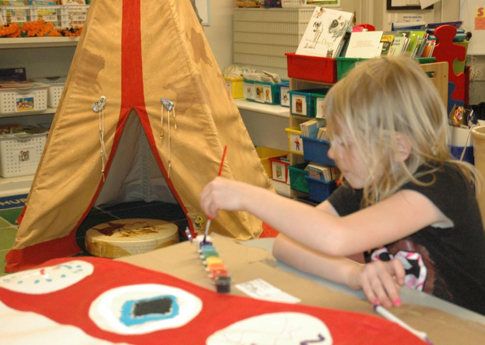 Painting symbols in dotted tipi
