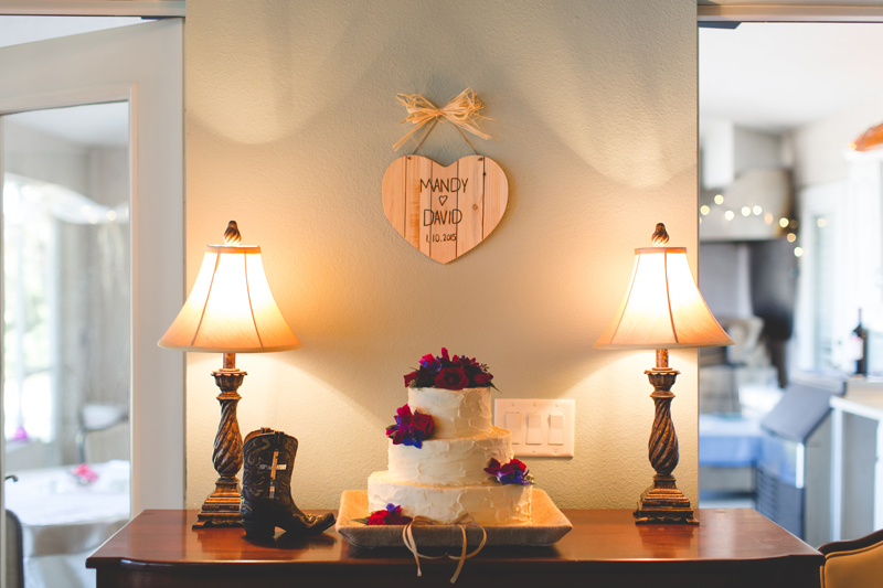 Outdoor Southern Wedding | rustic wedding cake & homemade sign