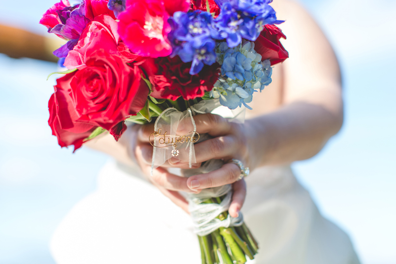 Outdoor Southern Wedding | wedding bouquet and pendent