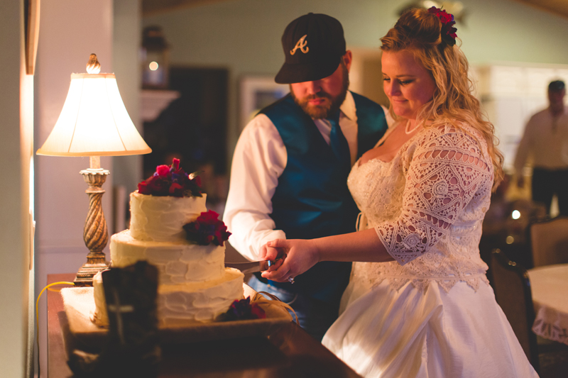 Outdoor Southern Wedding | bride and groom cake cutting