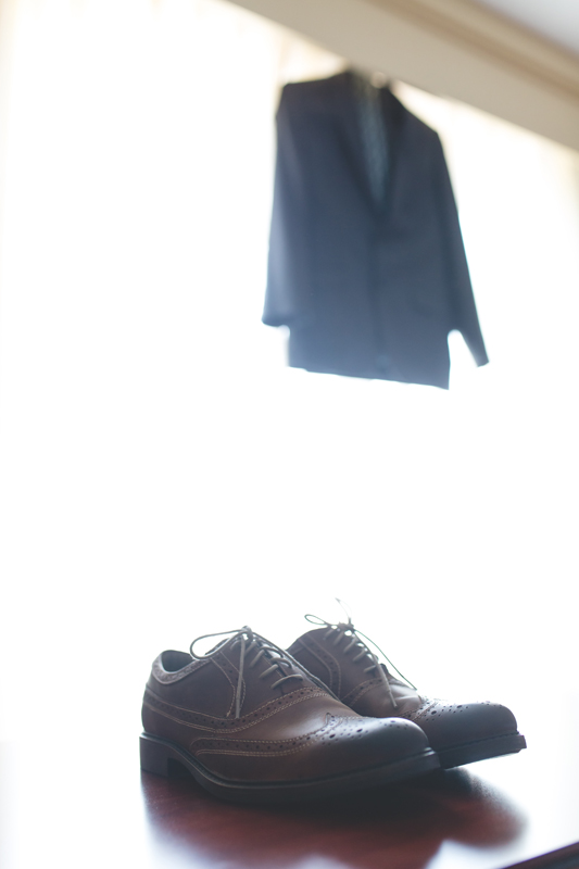 15 groom jacket and shoes orlando outdoor wedding photographer 310 lakeside wedding lake eola wedding.jpg