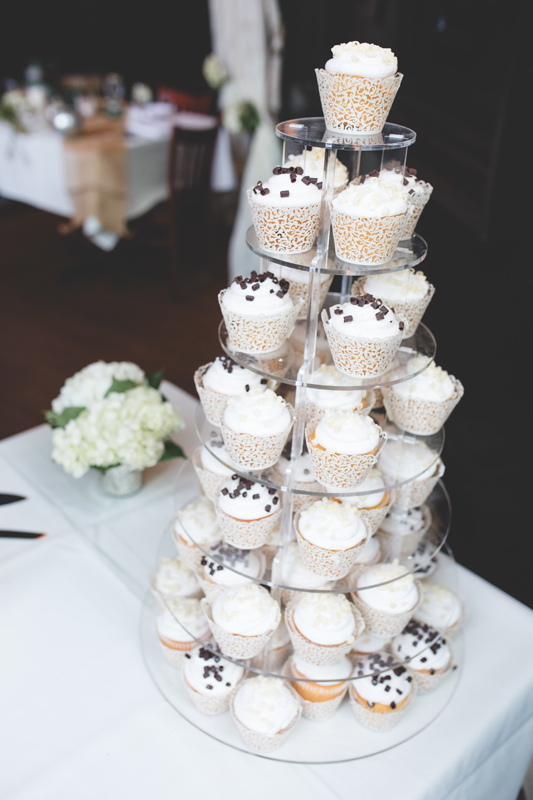 73 cupcake wedding cake orlando outdoor wedding photographer 310 lakeside wedding cj-522.jpg