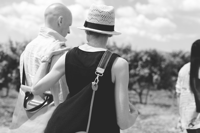Schiena Vini Italian Vineyards - couple walking