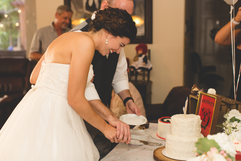 jaime diorio destination orlando wedding photographer bride and groom cutting wedding cake