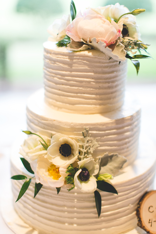off-white wedding cake with anemones - bohemian inspired outdoor wedding at Mission Inn Resort - howey in the hills fl - destination orlando wedding photographer - Jaime DiOrio (29).jpg