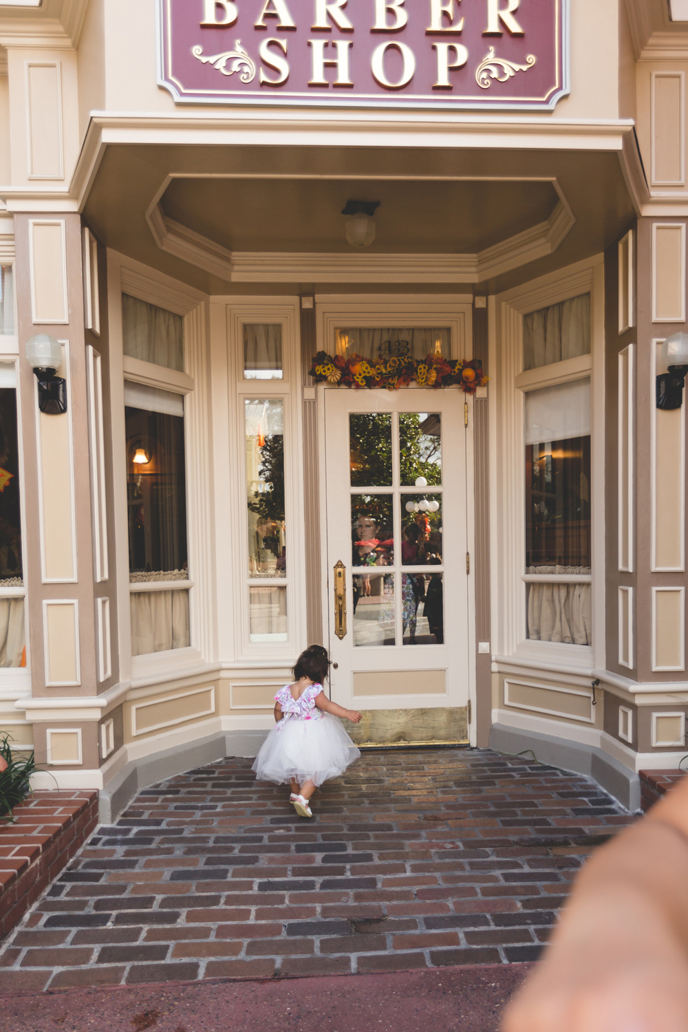Jaime DiOrio - Disney Family Session - Orlando Family Photographer - Magic Kingdom Family Session - Documentary Photographer (155).jpg