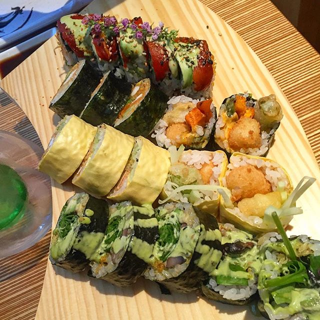 Every Time I come to Montreal the vegan food inspires me! Went to the amazing @sushimomomtl ! Omg this sushi was the best vegan sushi I ever had! 🍣🍣🍣🍤So much flavor and interesting combinations! I had a roll with #grilledjackfruit in the middle and a red pepper Salmon on top, shrimp tempura with okra and sweet potato, Portabella and spinach rolls, etc! All of it was amazing ! Def stop there if you ever in Montreal! I also got to see #Future and #LanaDelRay last night and eat late night #VeganPoutine at #LaBaquise and walk 30,000 Steps it ruled!!! Also saw an amazing #RedHotChiliPeppers performance that reignited my love! 🌶🔥❤️☀#summer16 #momosushi #vegantravel #veganmontreal #YeahDawg #vegansushi #YeahDawgOnVacay #backtohotdogsonmonday