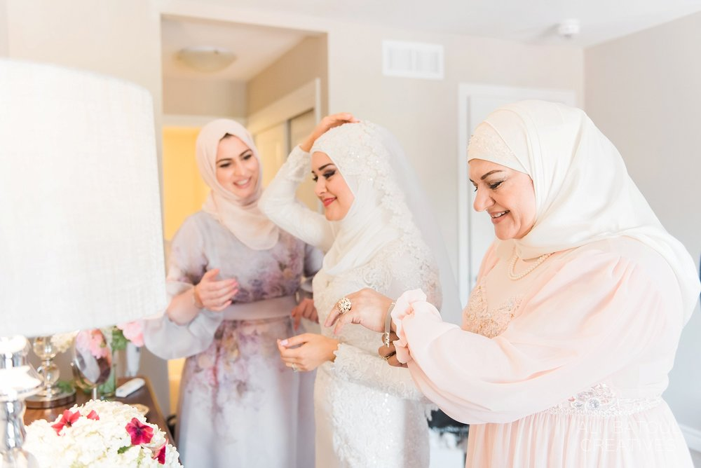 Hanan's mother and best friend helped her get ready for the big day.