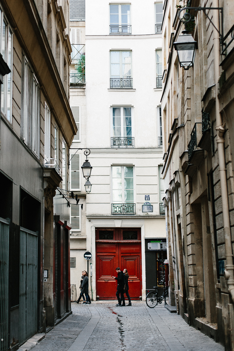 Streets of Paris - A Paris Guide