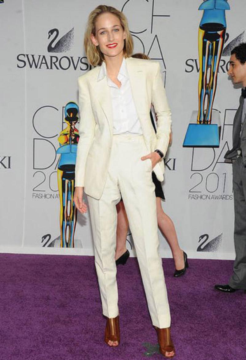 Leelee-Sobieski-in-Adam-Kimmel-suit