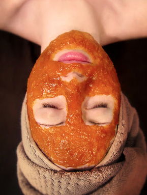 Rhassoul Clay, Orange Peel, Vanilla Powder, Pumpkin Powder, + Nutmeg Skin Mask