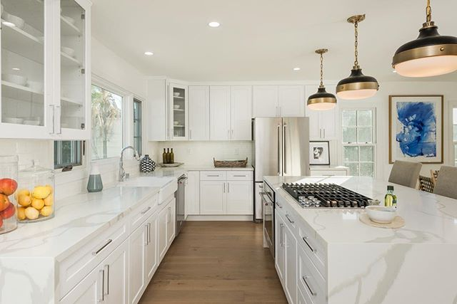 #KitchenEnvy at these two beautifully remodeled homes in Wilshire Park. OPEN SUNDAY 12/9 1-4pm.  898 S. Bronson Ave. Listed for $2,250,000  890 S. Bronson Ave.  Listed for $1,950,000  #OpenHouse #HPOZ #LARealEstate #WhatsForDinner
