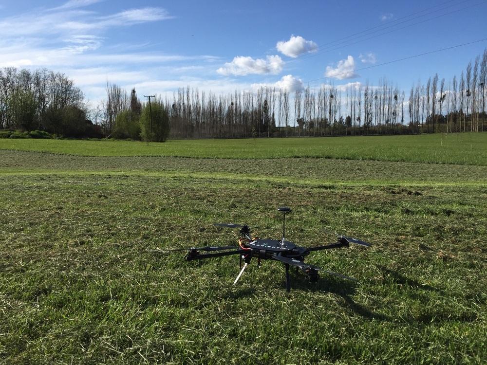 Nuestro modelo Enduro antes de comenzar el vuelo de monitoreo del campo de trigo