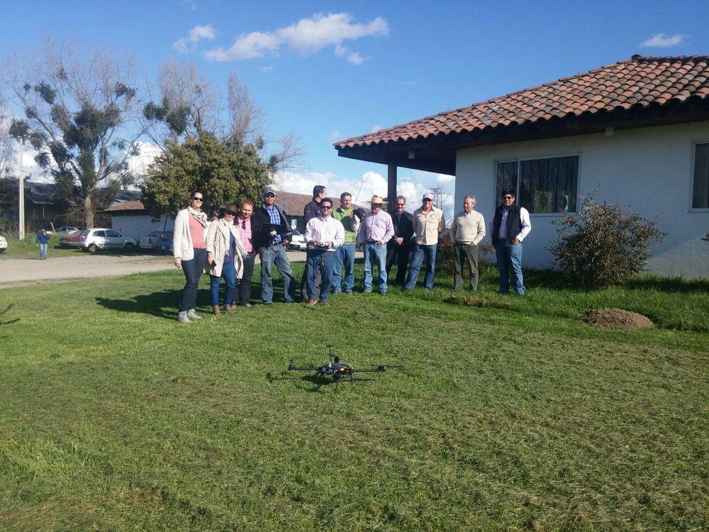 Con el equipo de Agribotix LatAm y el Grupo Tecnológico de Transferencia en Linares, Chile