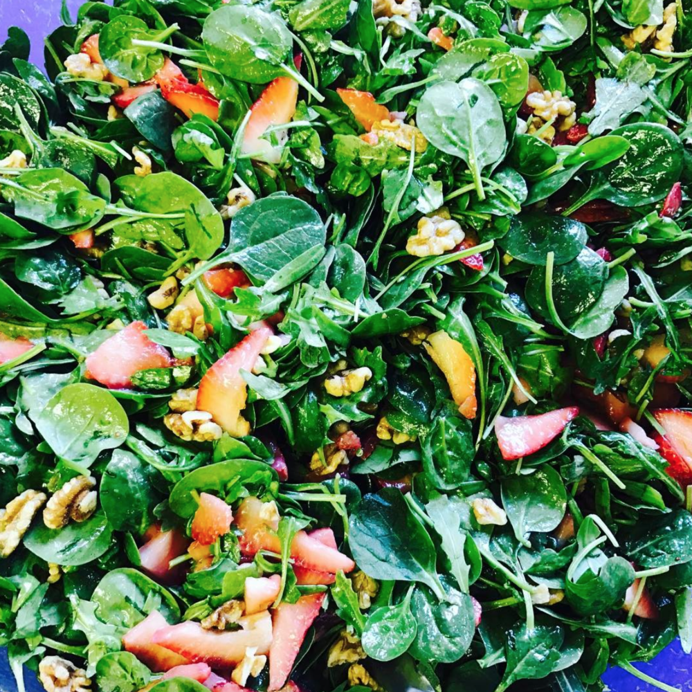Spinach, arugula & strawberry salad