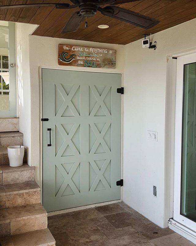 Still swooning over this exterior Barn Door. #starchaserwoodworks #interiordesign #srq #sarasota #bradenton #tampa #tampabay #stpetersburg #stpetersburgfl #dtsp #florida #woodworking #barndoor #reclaimedwood #homedecor #artist #handmade #realestate #rusticdecor #rustic #oldwood #recycledwood #woodart #remodel #homeimprovement #interior123