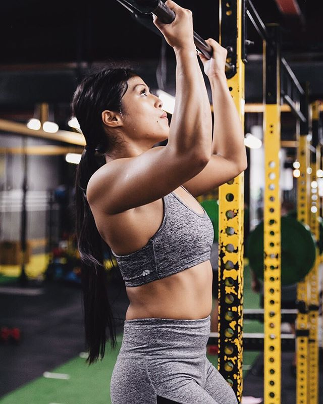 The gym lyfe 🏋🏽‍♀️: @michelle_pilao . . . #fitnessplayground #fitfam #fitgirl #fitforlife #pullups #girlswholift #muscle #abs #gymlife #marrickville #innerwestisbest #gains #strong #strength #trainhard