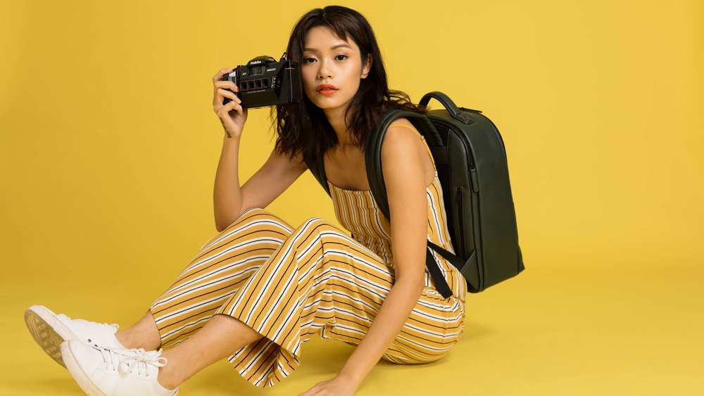 NoMoreUgly-Camera-backpack-green-leather-female-3200-B1GR.jpg