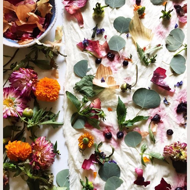 W O R K S H O P! Nov 10th we will be doing natural dye class with @moonshadowgoods ! Come make some beautiful napkins for the holidays.  This will be one of the last workshops we do this year so hope to see you there ❤️