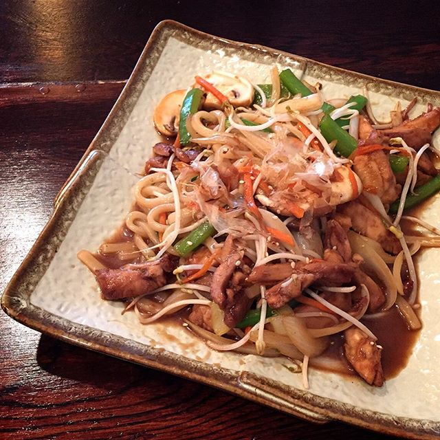 We've added Yaki Udon to our menu -udon noodles stirfried with a choice of chicken, beef, or prawn. 💥